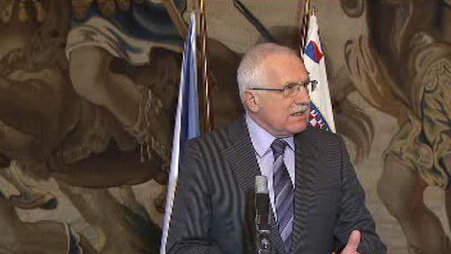 Video Brífink Václava Klause k termínu voleb