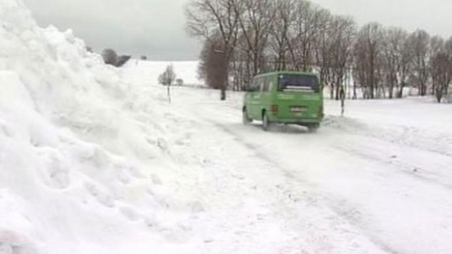 Video Vítr a sníh opět ochromovaly dopravu