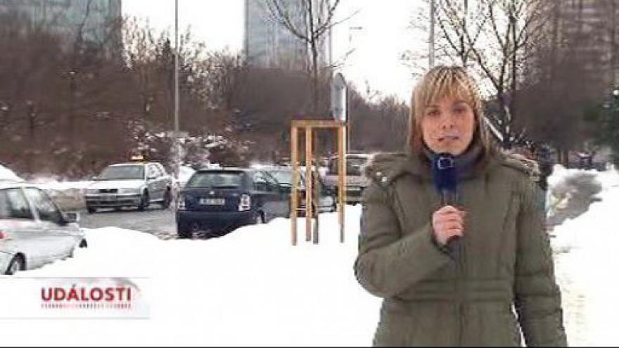 Video Sníh způsobil problémy v dopravě