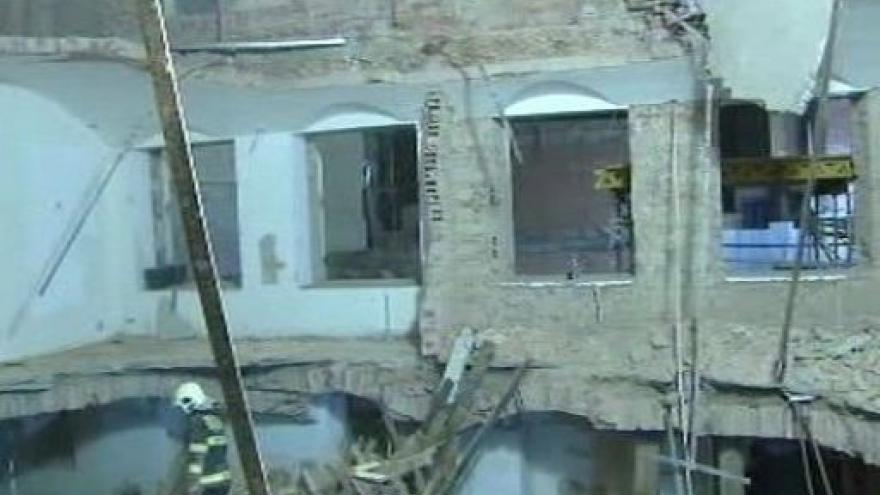 Video Hasiči našli dva mrtvé dělníky
