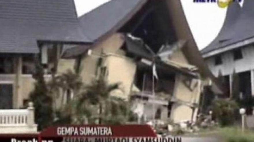 Video Silné zemětřesení si vyžádalo nejméně 200 obětí