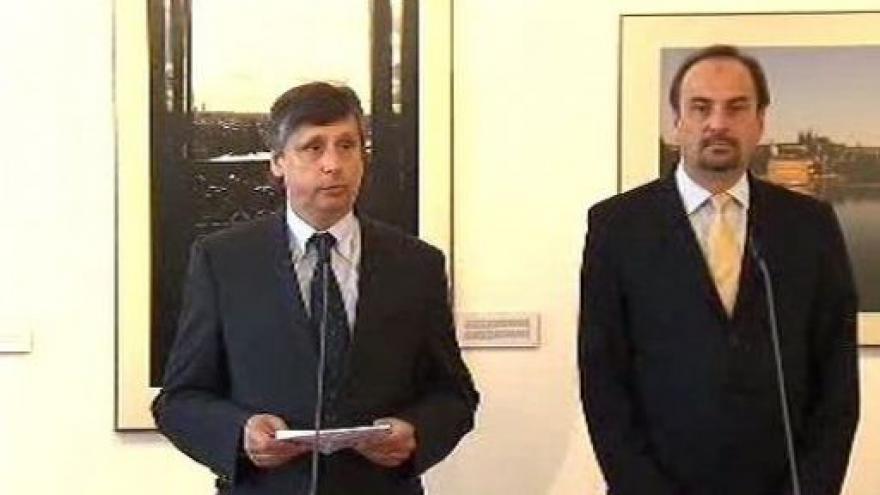Video Brífink premiéra Fischera a ministra Kohouta
