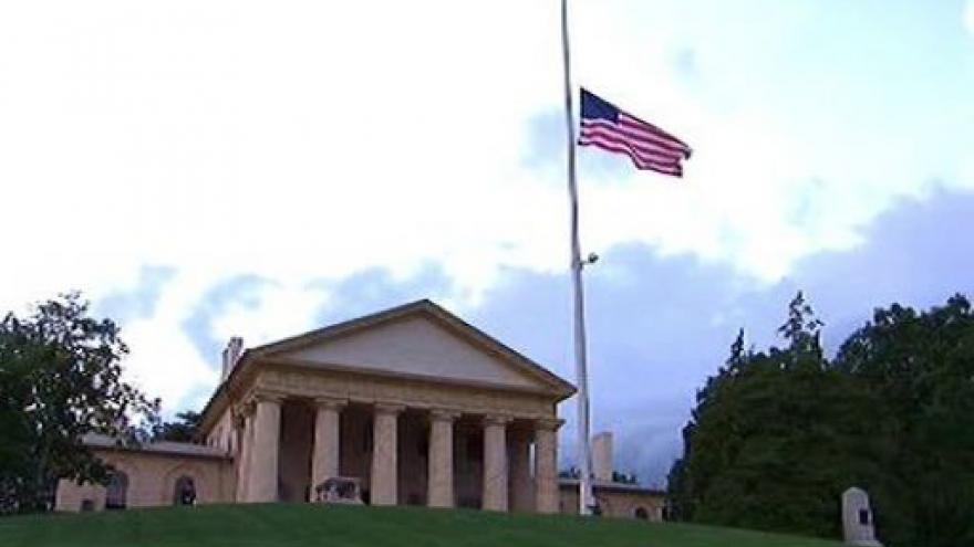 Video Edward Kennedy byl pohřben na Arlingtonském hřbitově
