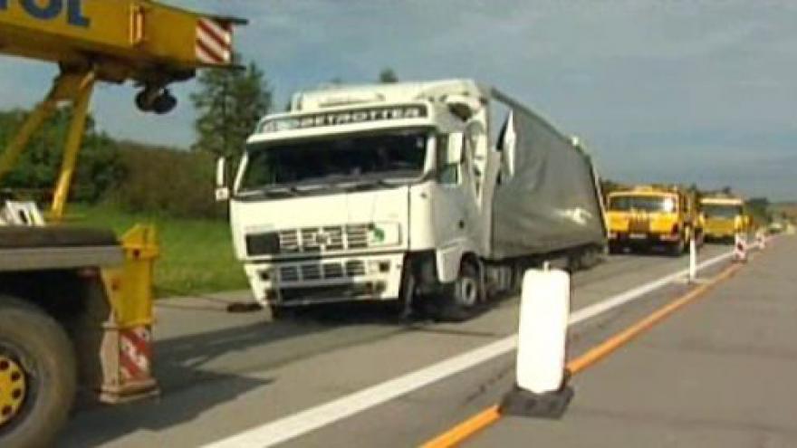 Video Nehoda kamionu blokovala D1 u Měřína