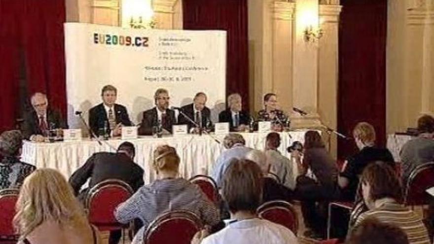 Video Brífink ke konferenci o holokaustu