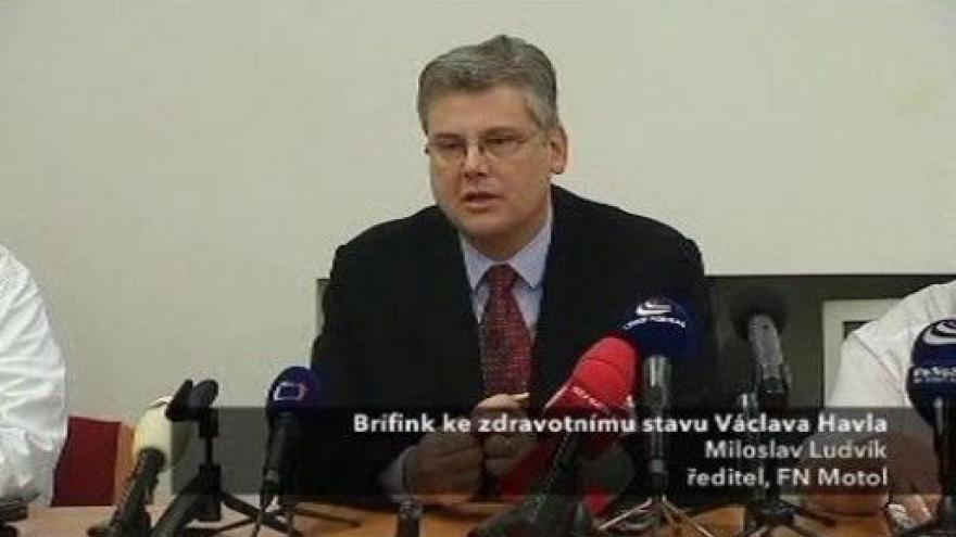 Video Brífink lékařů k aktuálnímu stavu Václava Havla