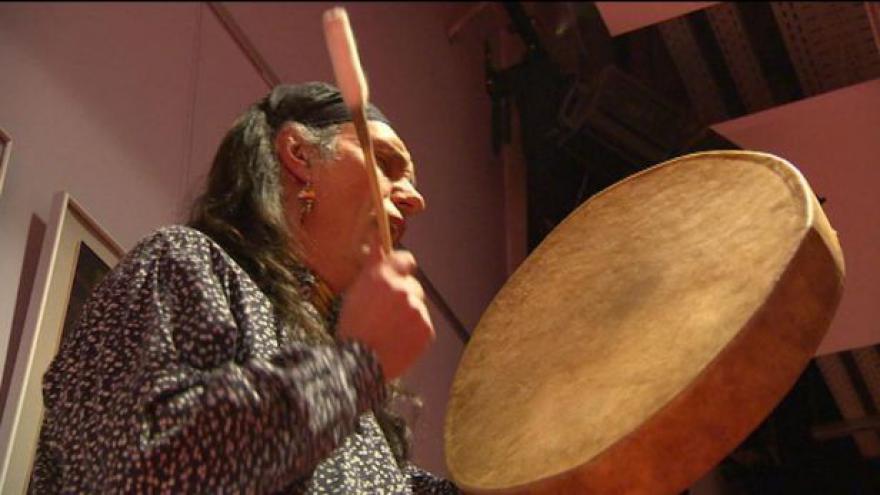 Video Fotografie kanadských indiánů vystaveny v Hradci Králové