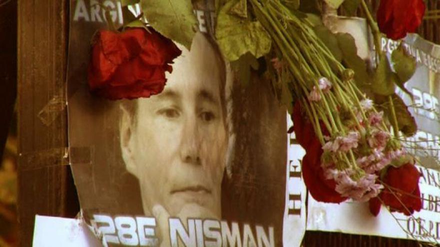 Video Skandál kolem Nismanovy smrti se rozrůstá