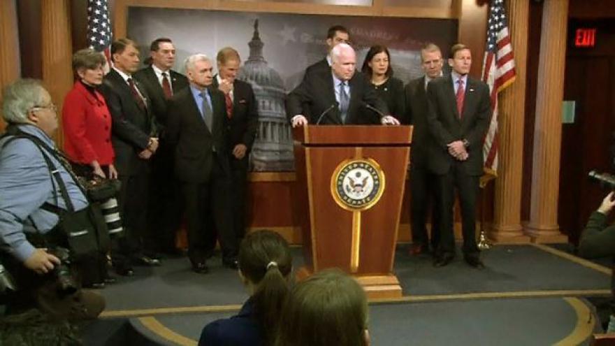 Video McCain vyzývá k vyzbrojení Ukrajiny