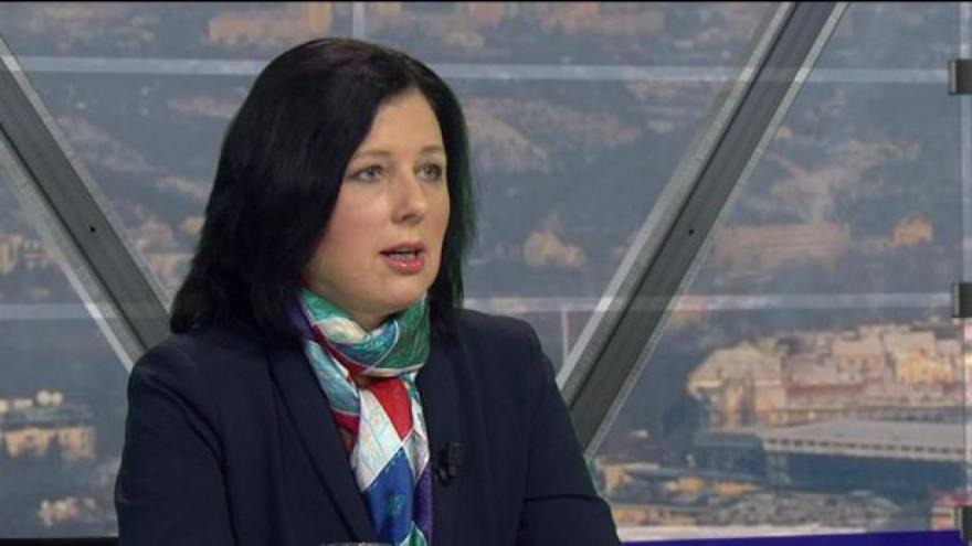 Video Jourová v OVM: Potřebujeme směrnici na výměnu dat o pasažérech