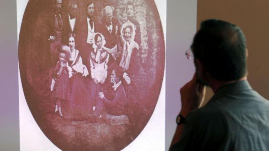 Video Nejstarší portrétní fotka vystavena na Hradě
