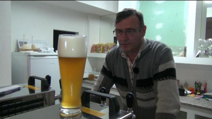 Video Pivo se vaří v minipivovarech i ve velkých pivovarech