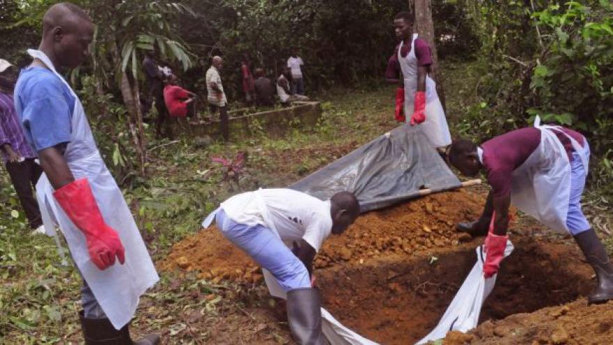 Video Gruber: Ebolu je nutno porazit do období dešťů