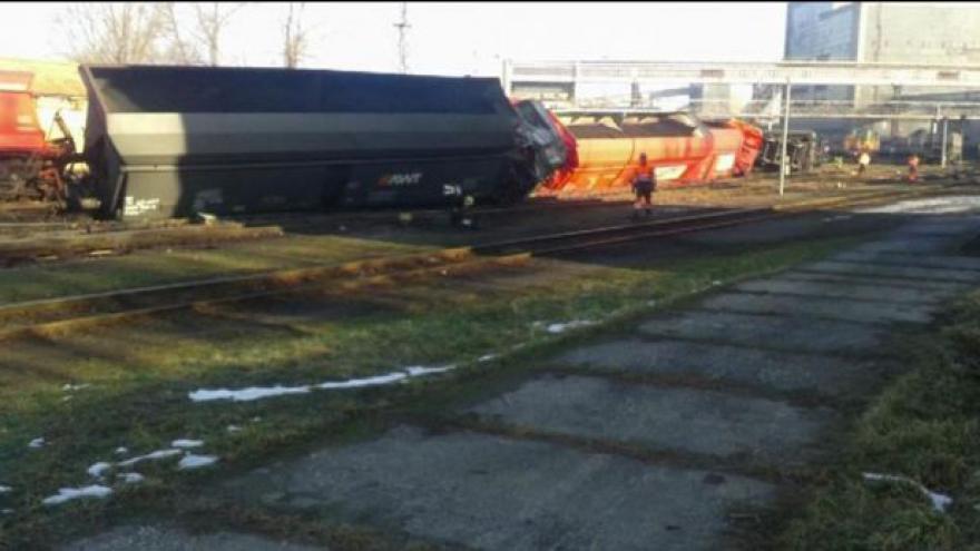 Video U Paskova vykolejilo 21 vagonů s uhlím