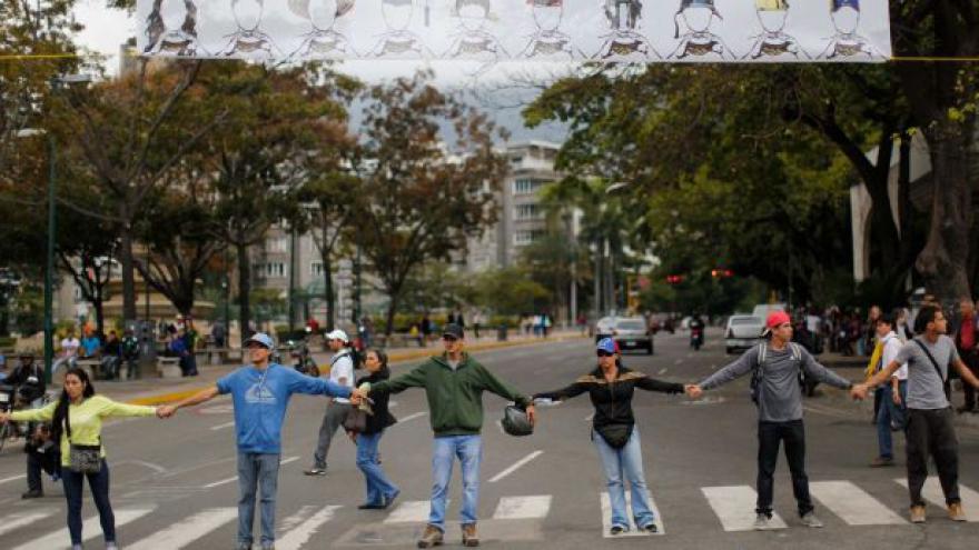 Video Rey: Madurův režim přitvrzuje kvůli strachu o své pozice