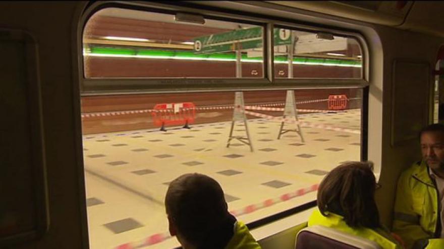 Video První jízda metrem v novém úseku - bez komentáře