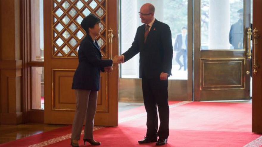 Video Události: Česko-korejská spolupráce v obraně i dopravě