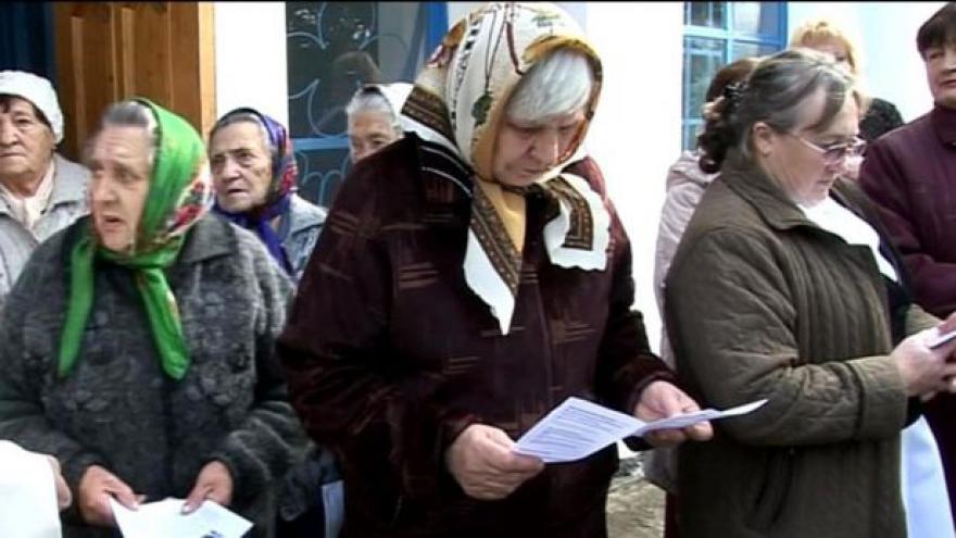 Video Krajané míří z Ukrajiny do ČR. Opačným směrem za konvoj