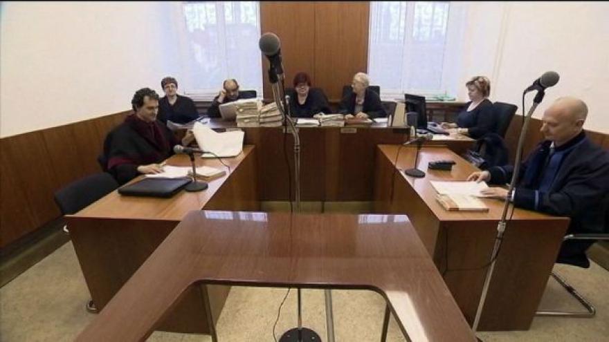 Video Soud potrestal uprchlého Ranka Rosandiče za loupež