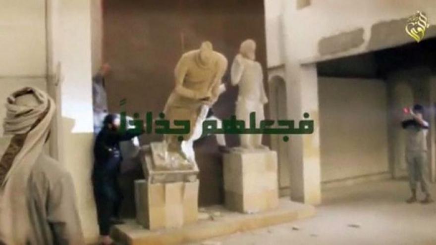 Video Džihádisté likvidují historické památky