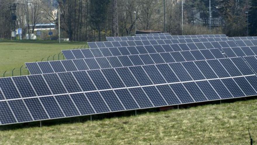 Video Brusel prověřuje podporu solárů v Česku