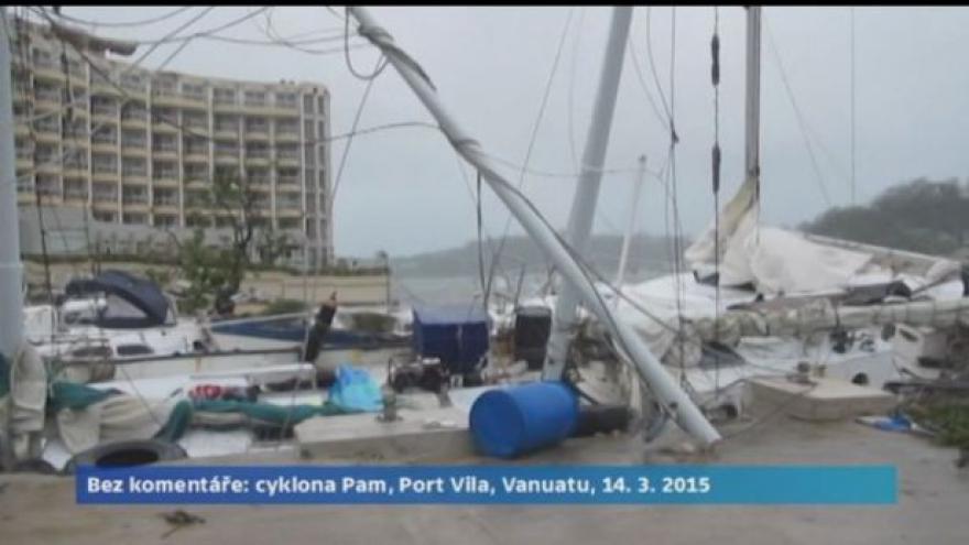 Video Cyklona Pam zpustošila tichomořské pobřeží