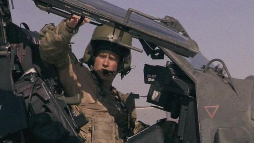 Video Princ Harry končí v armádě