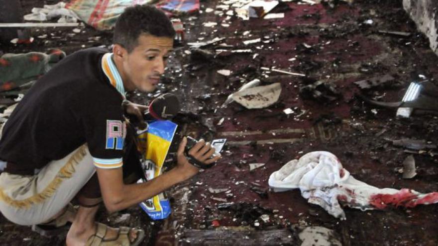 Video Desítky mrtvých po atentátech v Saná
