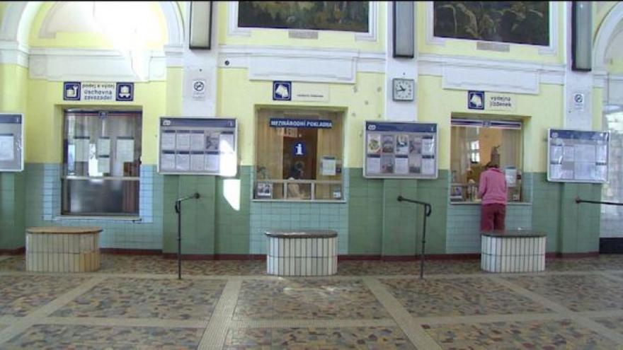 Video Ošuntělé nádražní budovy čekají na nového majitele