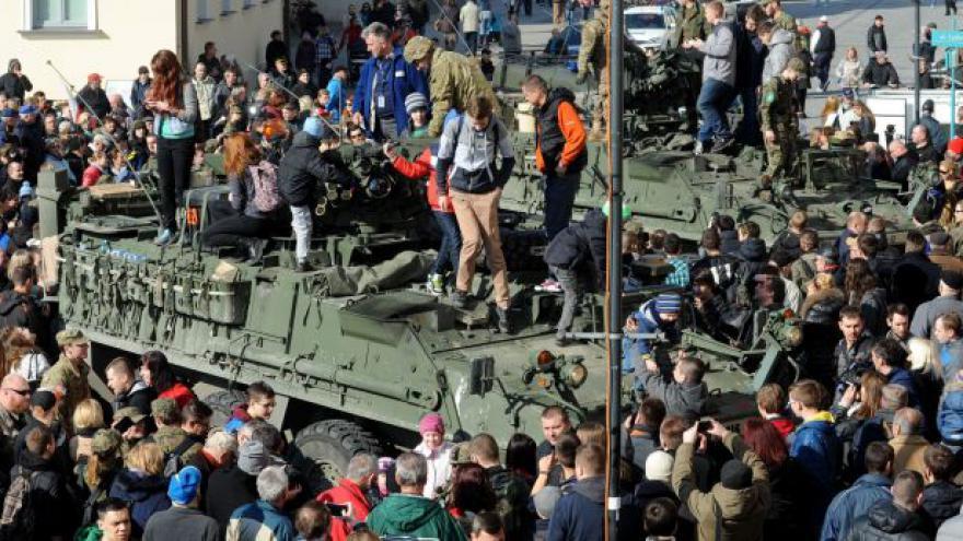 Video Horizont ČT24: Americký konvoj je v Polsku