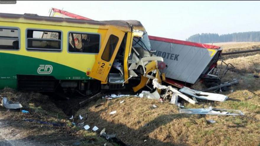 Video No comment: U Obrataně se srazil vlak s kamionem