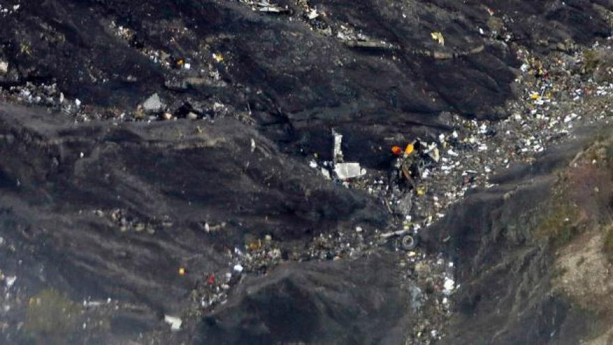 Video Události: Zatím nejsou známy žádné příčiny pádu letadla