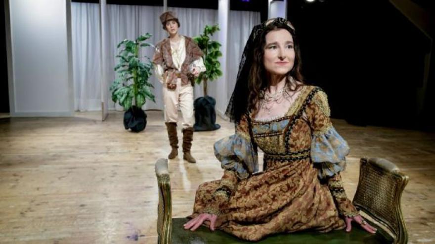 Video Britská velvyslankyně hraje v Shakespearovi