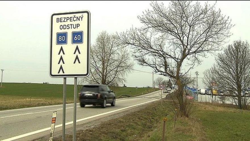 Video Dodržovat bezpečnou vzdálenost je snadné, řidiči ji ale podceňují