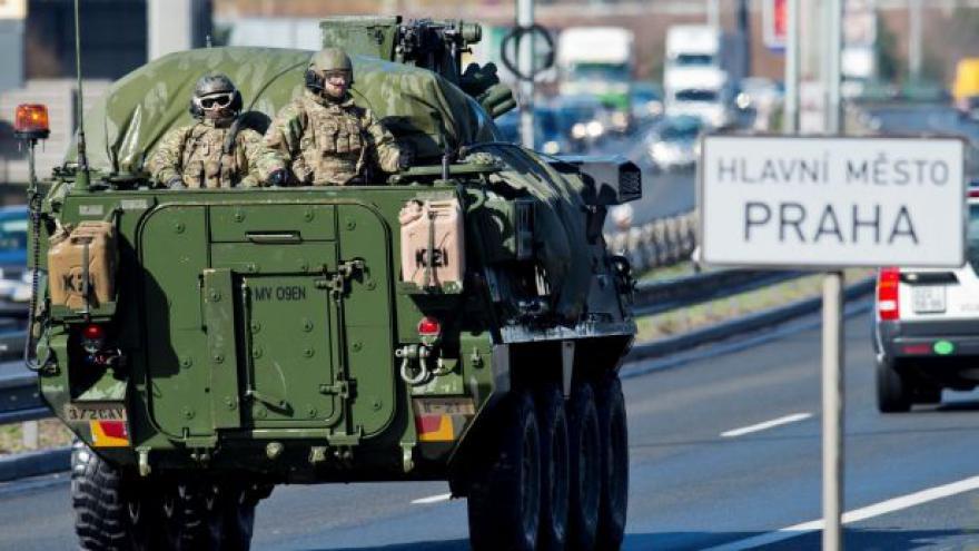 Video Události: Celý konvoj už dorazil do Prahy