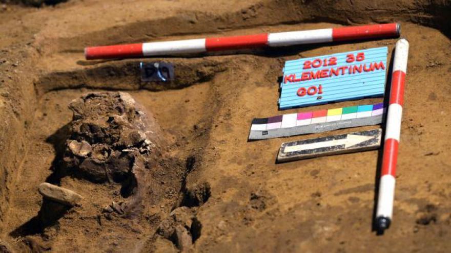 Video Rekonstrukce Klementina: Skryté hrobky i moderní archivy