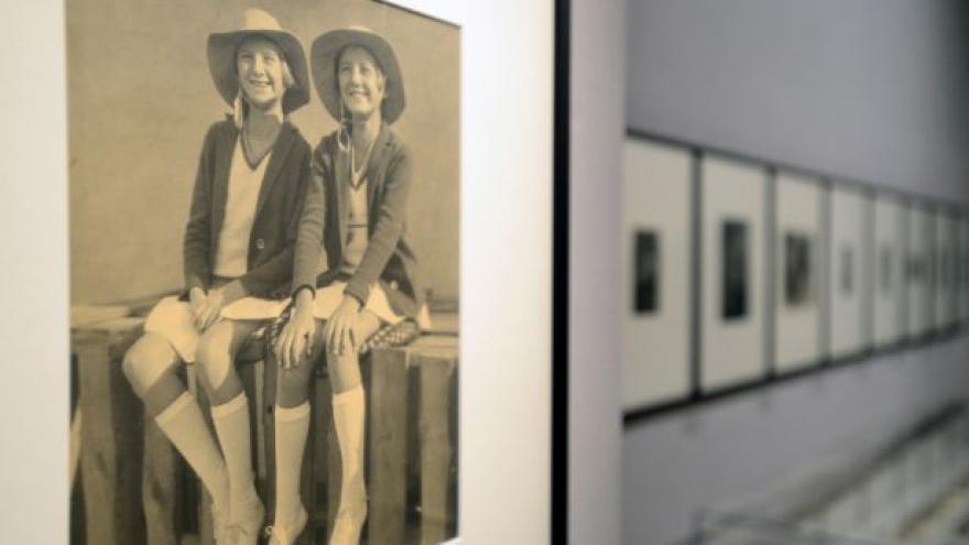 Video Sestry fotily Čapka i Bretona