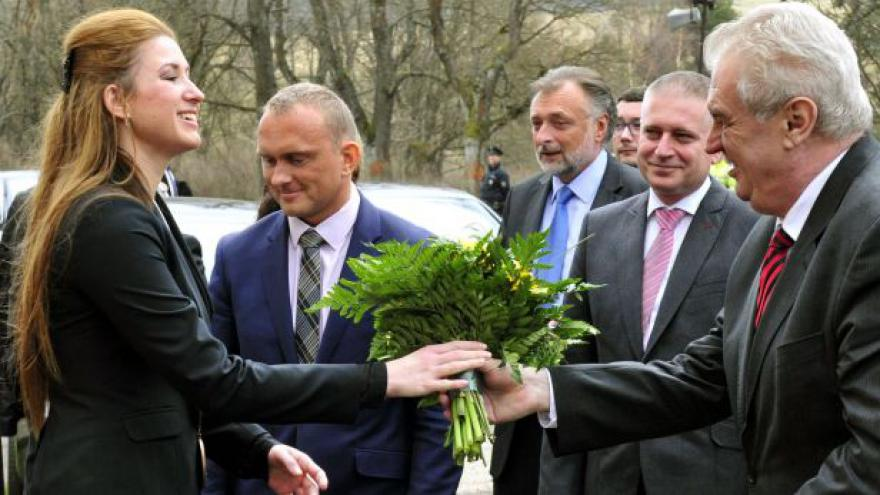 Video Zeman navštívil Karlovarský kraj, i nejzadluženější obec