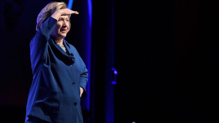Video Lukeš: S Clintonovou se mohou voliči stát součástí dějin