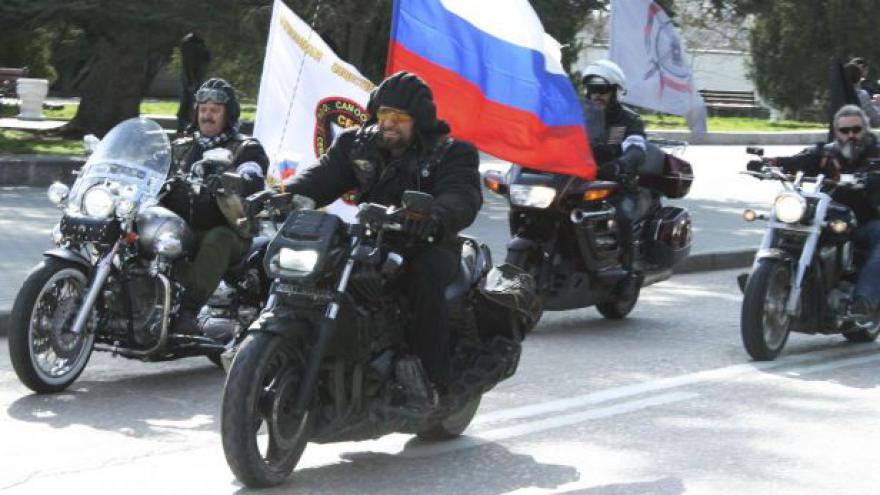 Video Přejezd ruských motorkářů budí emoce