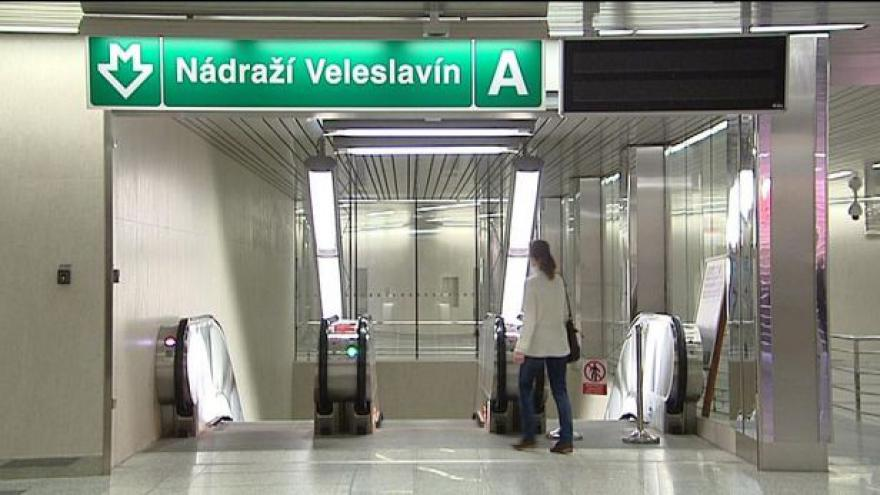 Video Tři nové stanice metra bez validátorů