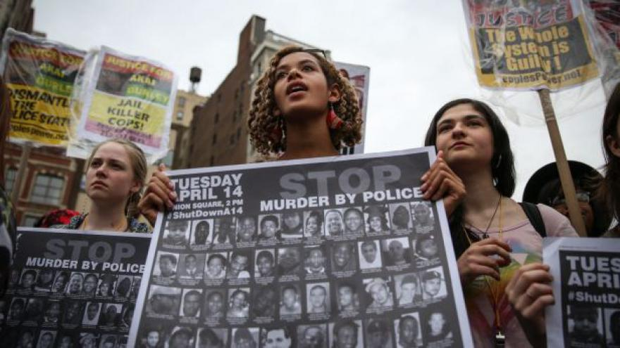 Video Demonstranti: Policie nestřeží zákon, ale překrucuje