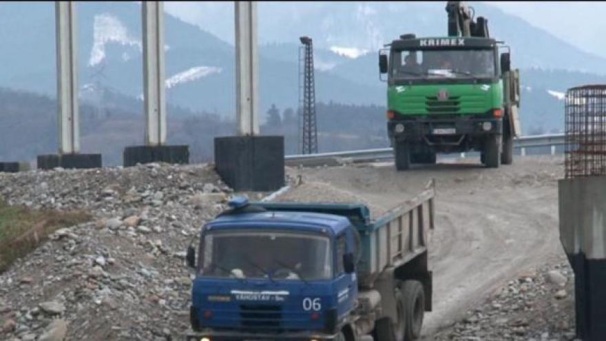 Video Slovenskem hýbe kauza Váhostav, zasahuje až do vládních kruhů