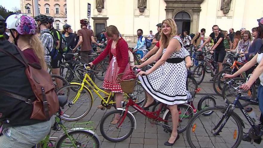 Video Bez komentáře: Brnem ve čtvrtek projela jarní cyklojízda