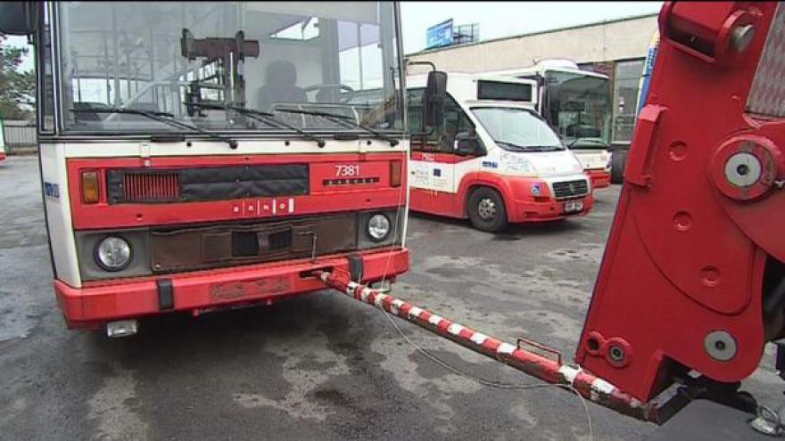 Video Události: Likvidace starých autobusů v Brně