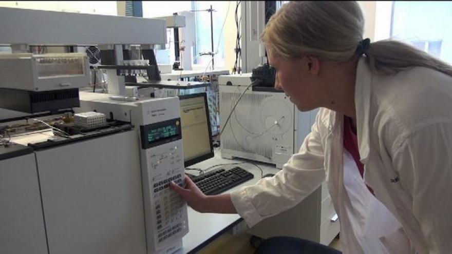 Video Studium chemie přímo v chemičce