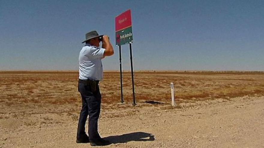Video Horizont: Nejopuštěnější australský policista v Birdsville