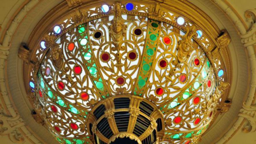 Video Národní dům v Karlových Varech opět otevřel