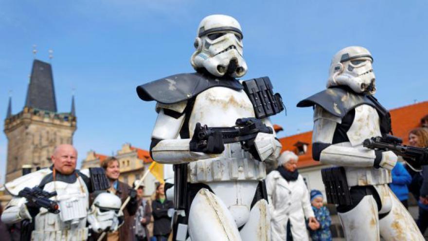 Video Fanoušci slaví Den Star Wars