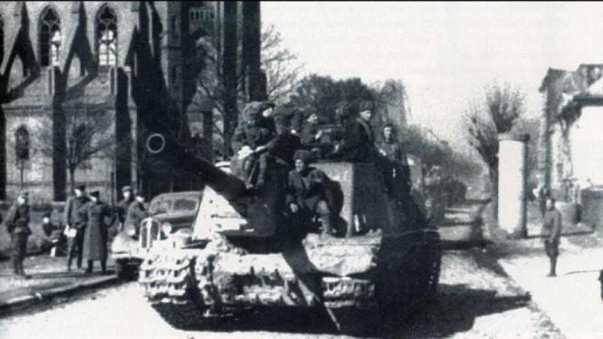 Video Tankisté po osvobození Ostravy